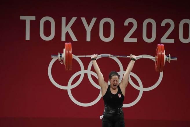 東奧女子64公斤級舉重金牌查倫,成績為236公斤。(美聯社)