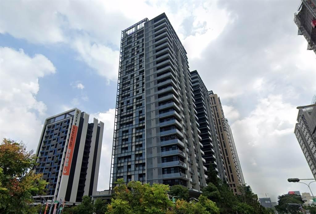 奇美許家也入住的「府都Double1」今年13樓轉手獲利達千萬。(翻攝自Google街景)