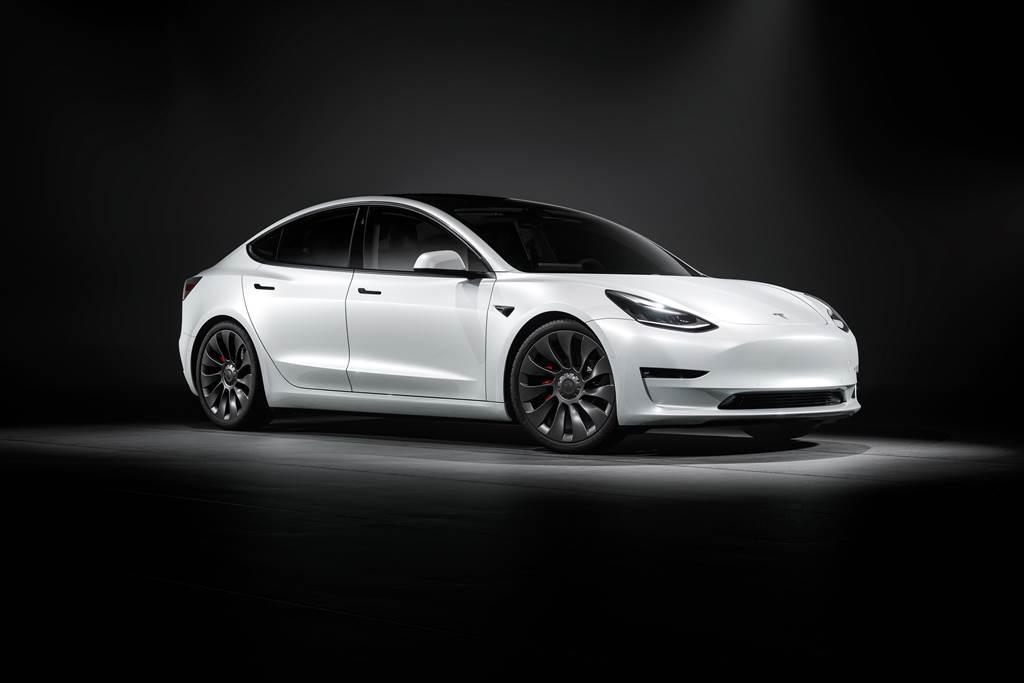 和運租車成為Tesla租賃夥伴,9月底前承租Model 3並完成交付,享前6個月月租金1.88萬的限時優惠。