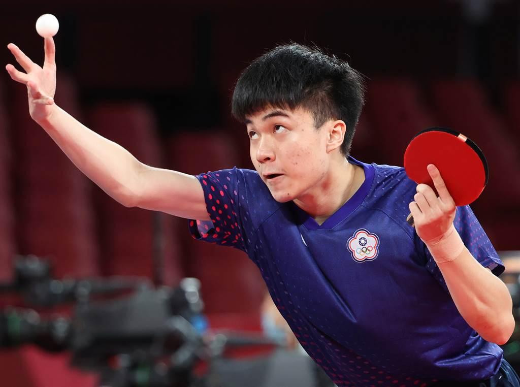 林昀儒今天在東奧賽場男單8強賽直落四橫掃斯洛維尼亞選手約爾基奇。(季志翔攝)