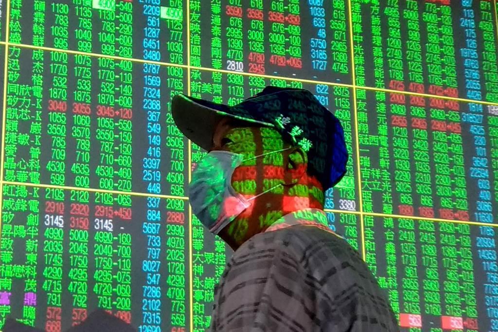 台股連日大跌,周三一度失守萬七關卡。(圖/中時資料照)