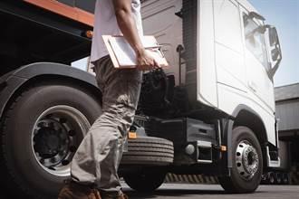 聯結車有些輪胎為何要懸空?內行人揭未落地原因