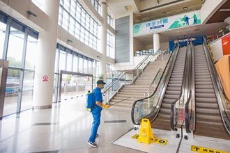機場監管不力 清潔工成防疫破口