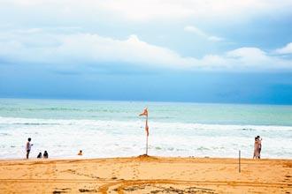 小灣、帆船石可戲水 南灣、白砂只能散步