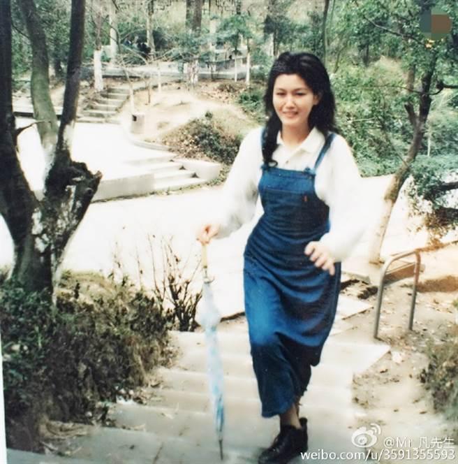 吳亦凡昔分享吳母年輕時照片。(圖/翻攝自Mr_凡先生微博)