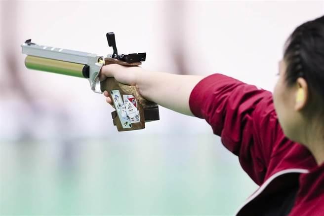 大陸射擊女將姜冉馨在東奧10公尺空氣手槍資格賽平世界紀錄。(新華社資料照)