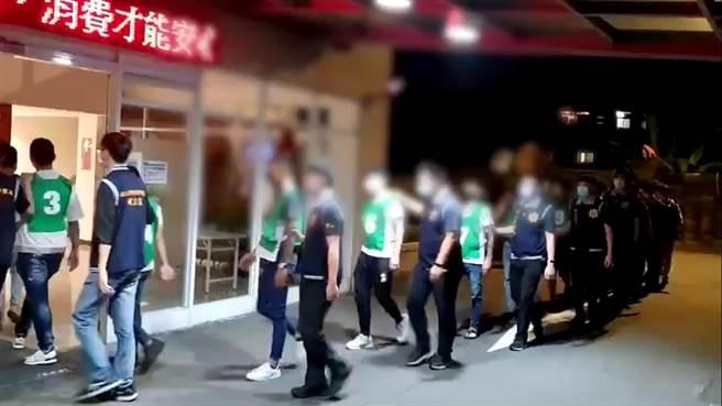 新北刑大破獲網路賭博犯罪集團。(王揚傑翻攝)