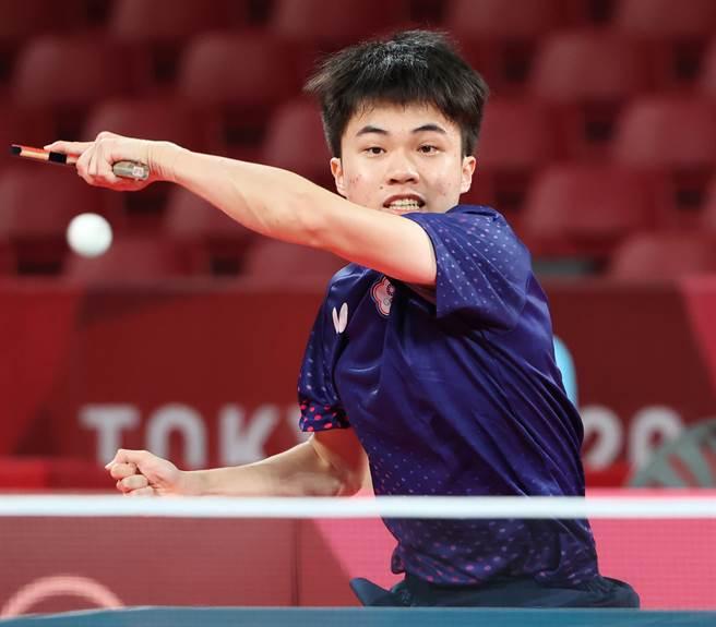 林昀儒今天在東奧賽場男單8強賽直落四橫掃斯洛維尼亞選手約爾基奇。