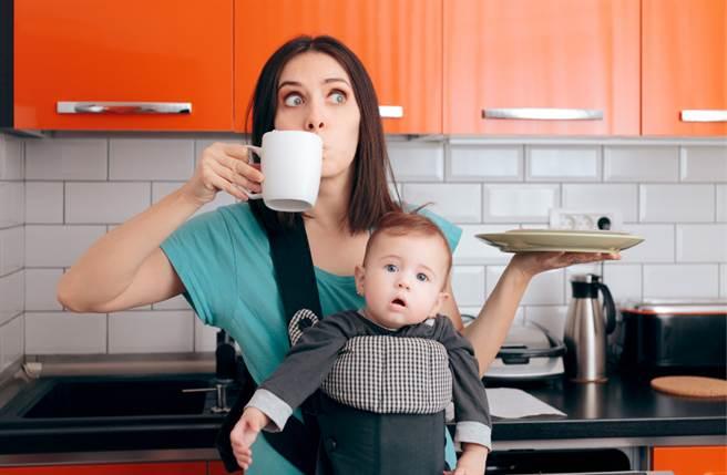 生肖屬猴、龍、雞的女性天生有帶旺家運的潛力,是全家人的最強依靠。(圖/Shutterstock)