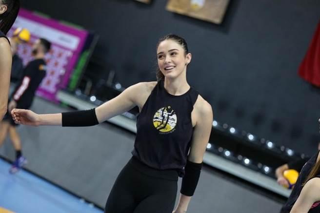 土耳其女排18號選手古妮絲(Zehra Güneş)。(圖/ 摘自Zehra Güneş IG)
