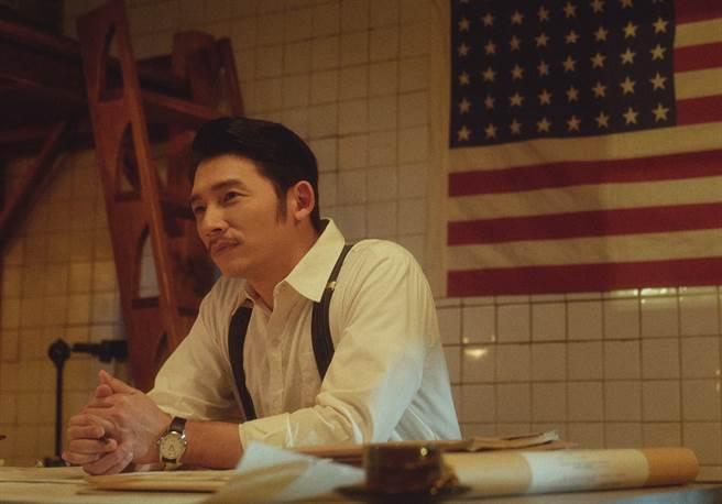 溫昇豪在《茶金》飾演失意戰俘。(公視提供)