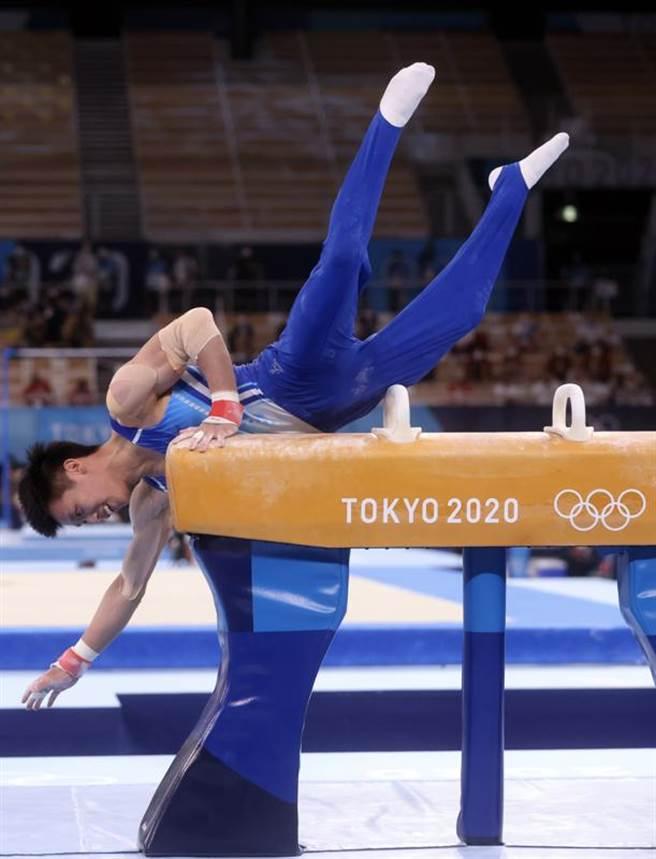 台灣體操好手李智凱28日在東京奧運體操全能決賽亮相,在拿手鞍馬項目二度落馬,僅拿12.666分,全能排名21。(中央社)