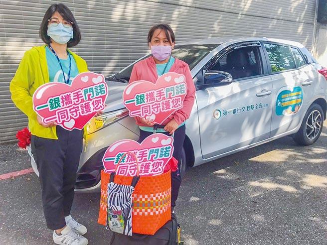 第一銀行文教基金會捐贈醫療巡迴車予花蓮門諾醫院,預估每年約4,300人次受惠。 圖/第一銀行提供