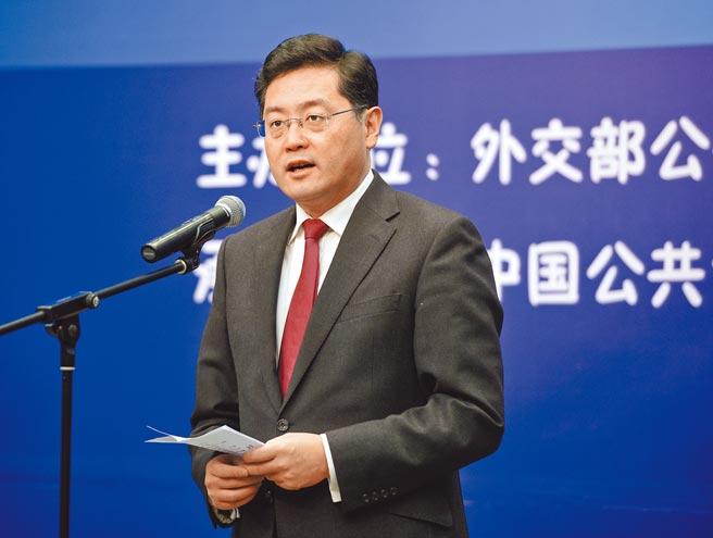 大陸外交部最年輕副部長秦剛,27日赴美出任駐美大使,如何控管中美間的分歧,是其主要任務。(中新社)