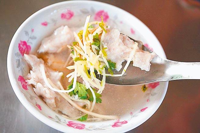 台南的浮水魚羹以虱目魚製作,是當地必嘗美味。(本報資料照片)