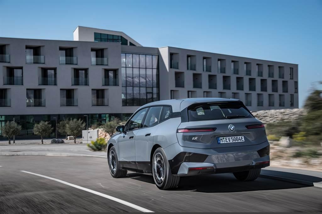 BMW重新詮釋駕馭熱情,與Hans Zimmer合作將典型的性能運動風格以全新領域的聽覺饗宴呈現,打造出針對不同的駕駛模式時的BMW獨特熱血電能聲浪。