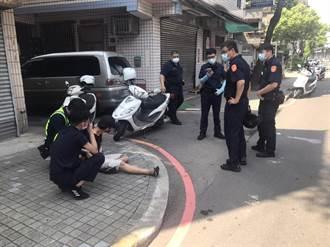汽車違規迴轉佯裝受檢後又加速逃逸 警方搜出毒品吸食器