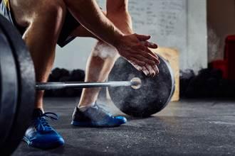 奧運最萌輸局反應 選手舉重失敗突跳開心舞 背後藏洋蔥