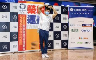 東奧》體操代表團返國 唐嘉鴻被拱再比大愛心