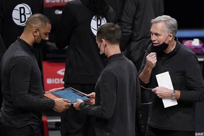 丹托尼(右)確定辭去籃網助教工作。(美聯社資料照)