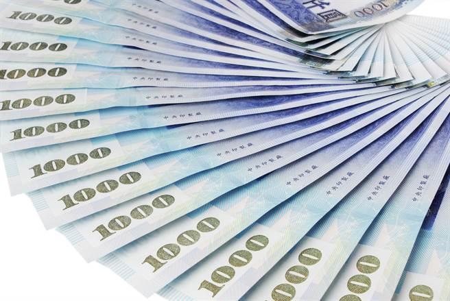 股匯雙漲,新台幣兌美元今(29日)早盤一度觸及27.93元,升值7.5分。(示意圖/達志影像)