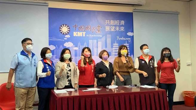 高雄市議會國民黨團今舉辦記者會呼籲,高市府「防疫不要亂、振興要有感」。(柯宗緯攝)