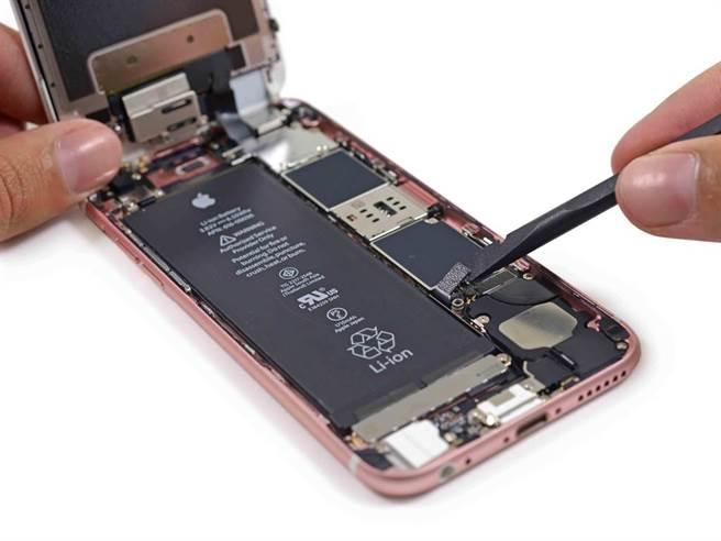 iPhone 6s拆解圖。(圖/翻攝iFixit)