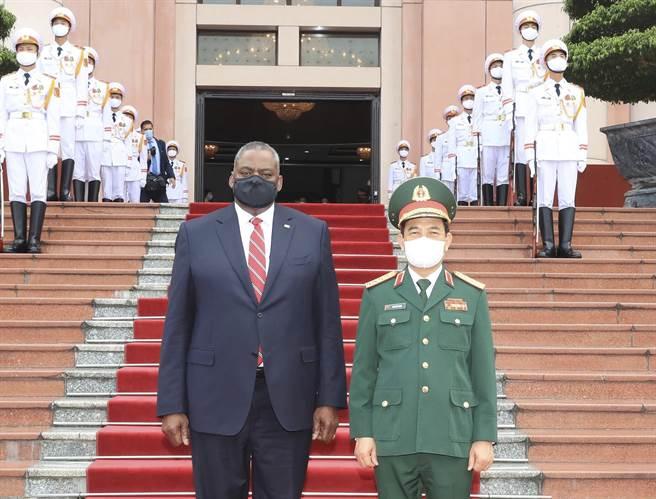 國國防部長奧斯汀(Lloyd Austin)將尋求與越南強化安全關係(圖左 )(圖/美聯社)