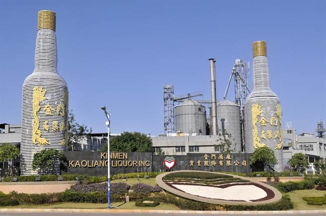 金酒公司也將配合縣府政策,研議發行1到2波的「振興酒」,希望透過振興酒刺激景氣,同時給鄉親一些協助。(李金生攝)