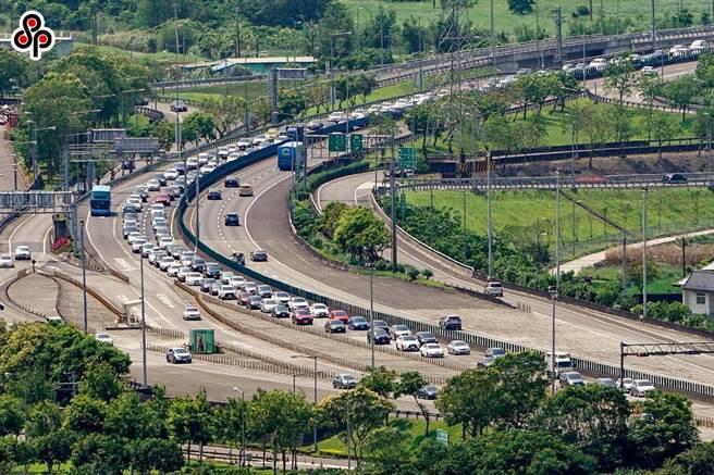 交通部高速公路局表示,國道5號北上周日將恢復常態性高乘載管制。(本報資料照)
