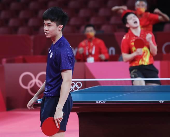 林昀儒將世界球王樊振東逼到第7局,雖然最後還是輸了,但樊振東仍給予肯定,認為小林同學未來成就不可限量。(季志翔攝)