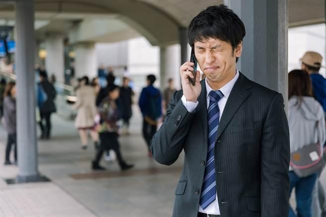 疫情衝擊就業市場,新鮮人遭逢求職難關。(圖/取自PAKUTASO)