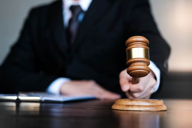 一名水電工拿假鈔嫖妓,慘被依詐欺罪判拘役20日。(示意圖/Shutterstock)