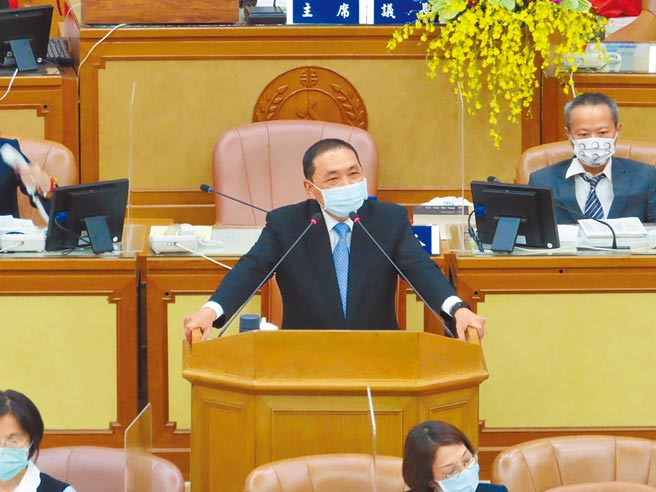 新北市長侯友宜28日指出,「校正回歸」、「北病南送」是他疫情期間最心痛的2件事情。(葉德正攝)