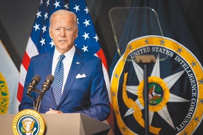 美國總統拜登27日造訪國家情報總監辦公室並發表講話,表示中國和俄羅斯對美國國家安全構成的威脅日益增加。(摘自美國國家情報總監辦公室臉書)