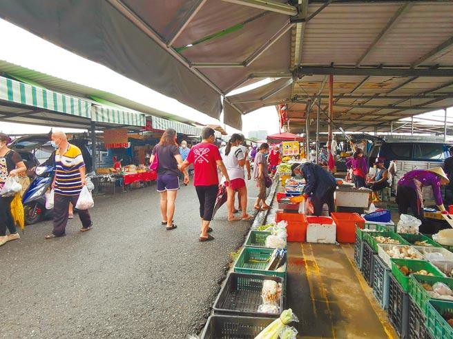 台南市善化牛墟自5月22日休市後,時隔2個多月再度開市。(劉秀芬攝)