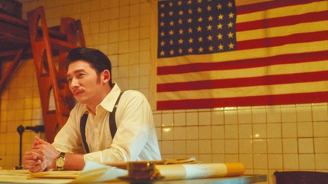 溫昇豪在《茶金》的造型被誇帥如AKIRA的兄弟。(公視提供)