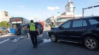 宜蘭救護車支援火警遭猛撞 車側翻橫躺路中