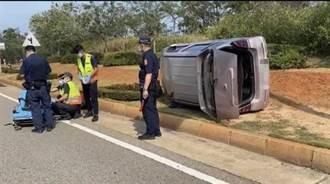 金門小客車自撞翻車 女駕駛受傷緊急送醫