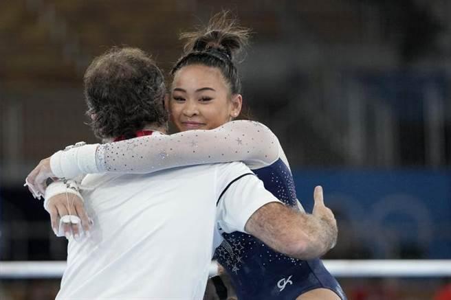Sunisa Lee拿下女子體操個人全能金牌。(美聯社)