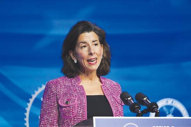 美國商務部長雷蒙多(Gina Raimondo)。(圖/美聯社)