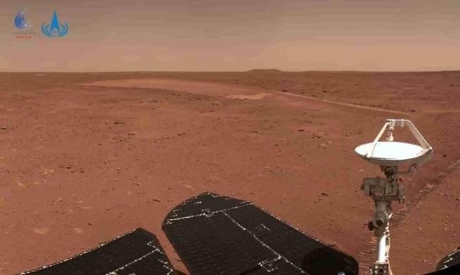 火星車行駛到沙丘附近感知成像。(中國探月工程微信)