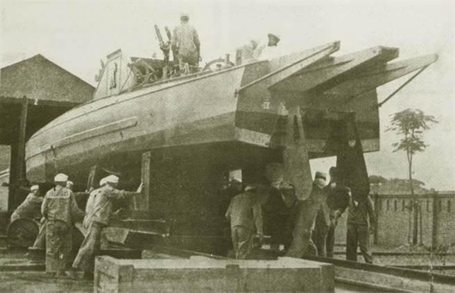 廣東海軍向英國Thorncroft公司進口的「第一號」魚雷快艇,與電雷學校的同級,屬於滑航艇型的摩托快艇(CMB),算是廣東海軍中的高檔貨。(取自網路)