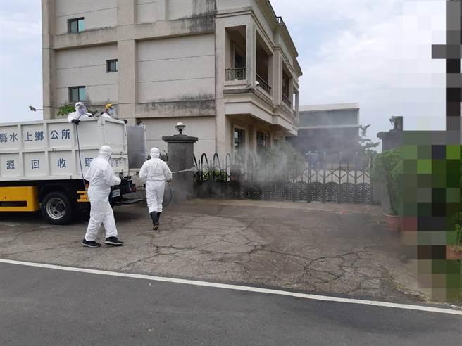 嘉縣派員到水上鄉某工廠附近進行清消。(嘉縣府提供/張亦惠嘉縣傳真)