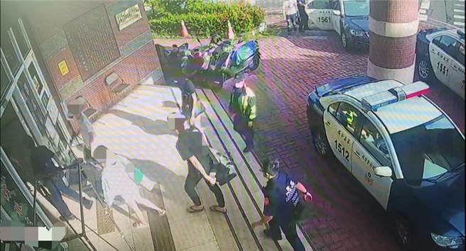 警方29日下午破獲一宗詐騙集團軟禁5名被害人的妨害自由案件。(讀者提供/程炳璋台南傳真)