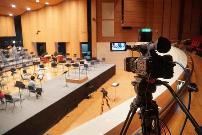 國立台灣交響樂團「NTSO數位音樂廳」設置7部固定或移動式的4K攝影機,錄製超高畫質影片,再與音訊整合後,透過5G訊號傳遞出去。(黃國峰攝)