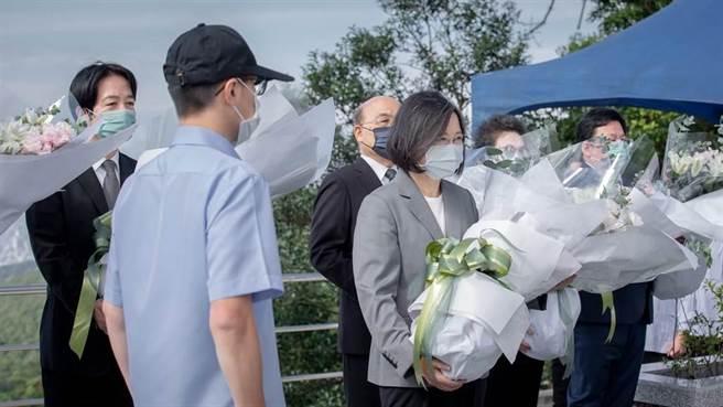 五指山追思李登輝 蔡英文總統:台灣民主之路會堅定走下去。(圖/摘自總統臉書)