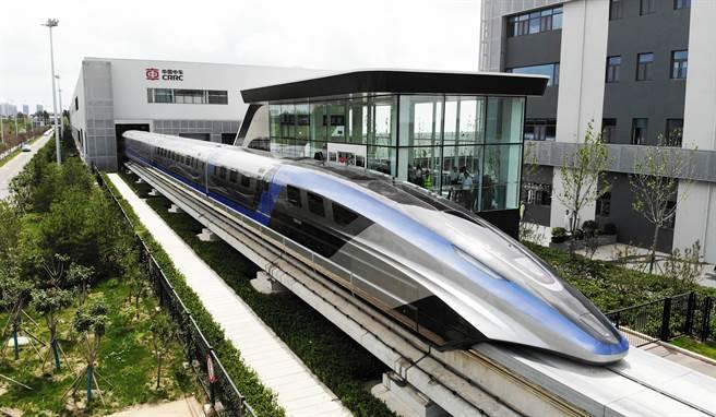 磁浮列車技術是由德國引進中國,但現在卻被中國大幅超越,德媒與德國政黨為此事炒翻天。(圖/新華社)
