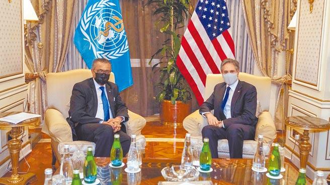 美國國務卿布林肯(右)29日與世界衛生組織祕書長譚德塞在科威特會面,表明美國支持世衛的新冠病毒第二階段溯源調查。(摘自布林肯推特)