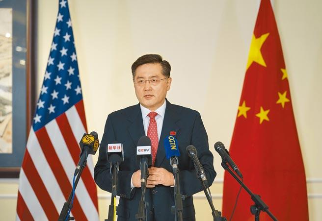 中國新任駐美國大使秦剛28日抵達美國華盛頓表示,中美關係的大門已經打開,就不會關上。(新華社)